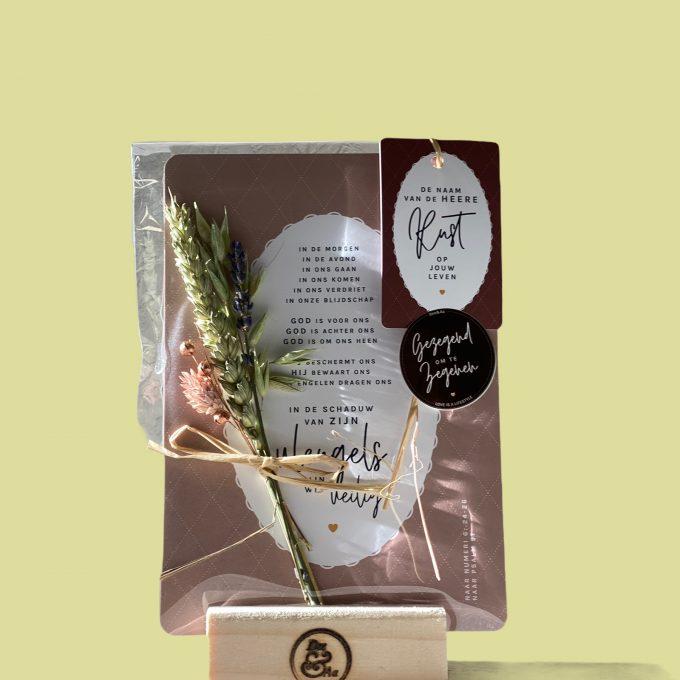 A5 kaarten met droogbloemen en label